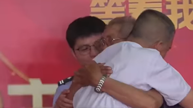 Został porwany jako dziecko. Wzruszające spotkanie ojca z synem po 58 latach