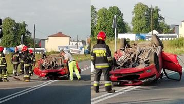 Śmiertelny wypadek w Wodzisławiu Śląskim. Auto dachowało, kierowca nie żyje [ZDJĘCIA]