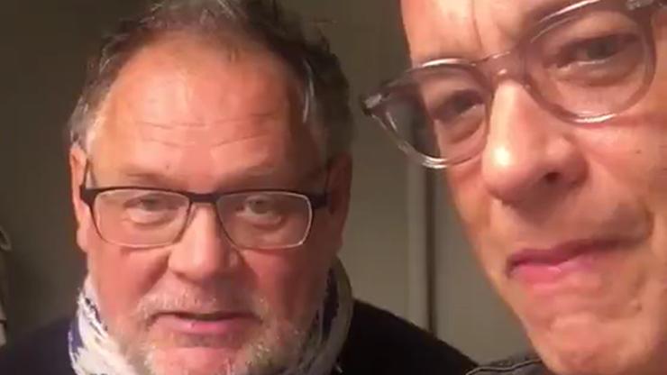 """Tom Hanks śpiewa """"sto lat"""" po polsku. Dla Polki, która zainicjowała zbiórkę na fiata"""